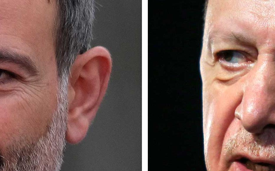 Armenian Prime Minister Nikol Pashinyan [L] and Turkish President Recep Tayyip Erdoğan.