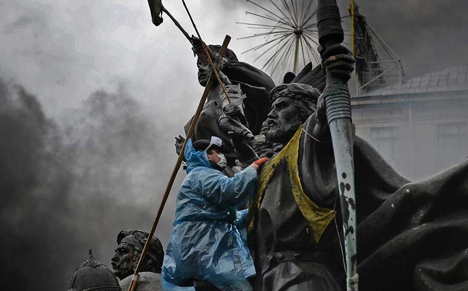 Anti-government protesters in Kiev calling for ousting of President Viktor Yanukovych over corruption and an abandoned trade agreement with the European Union, February 2014.