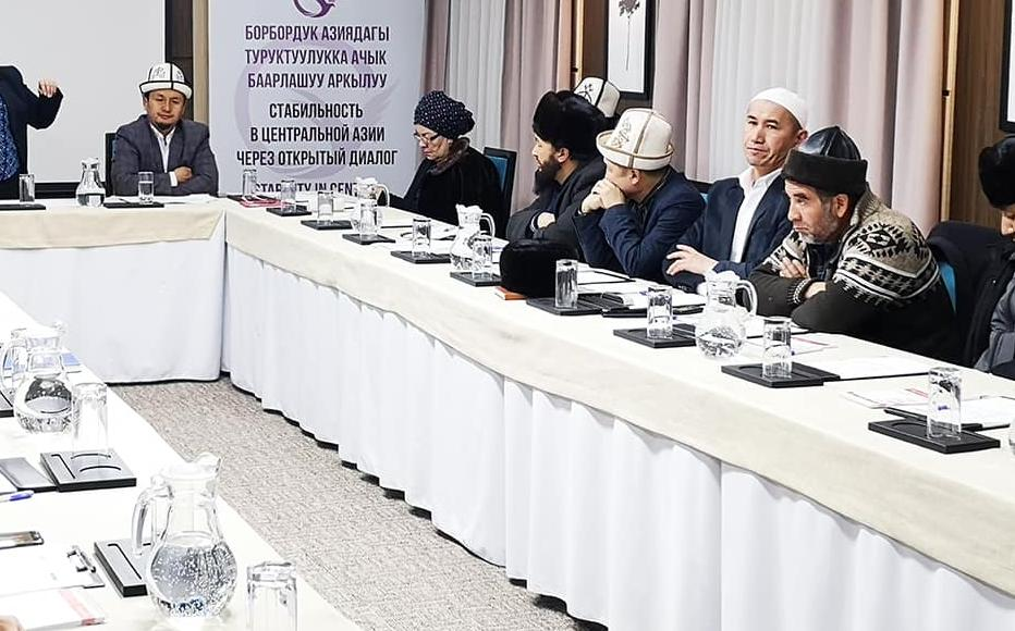 Head of analytical department of State Commission for Religious Affairs Gulnaz Isaeva speaks to imams at an IWPR training session in Osh, Kyrgyzstan.