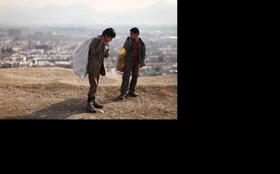 Afghan children collect scrap for money. (Photo: Spencer Platt/Getty Images)