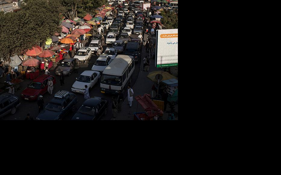 Cars attempt to manoeuvre a traffic jam during rush hour in Kabul. (Photo: Andrew Renneisen/Getty Images)