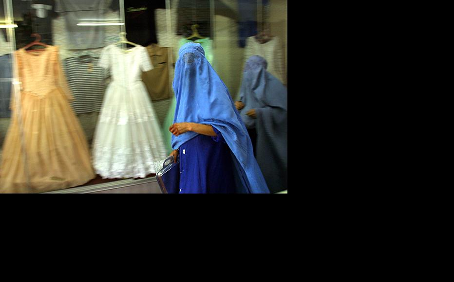 Afghan women shop for wedding dresses in Kabul. (Photo: Natalie Behring-Chisholm/Getty Images)