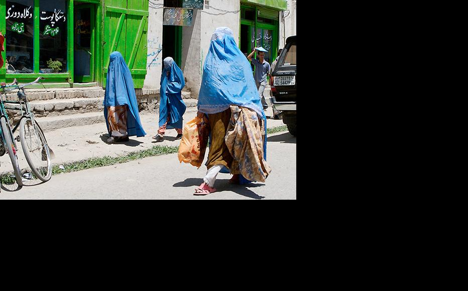 Women wearing burkas carry shopping down a street in Afghanistan. (Photo: Mohamed Somji/Flickr)