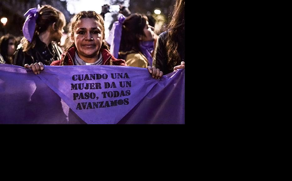"""""""When a woman takes a step, we all move on"""". During a feminist protest in Buenos Aires. (Photo: Wikimedia Commons)"""