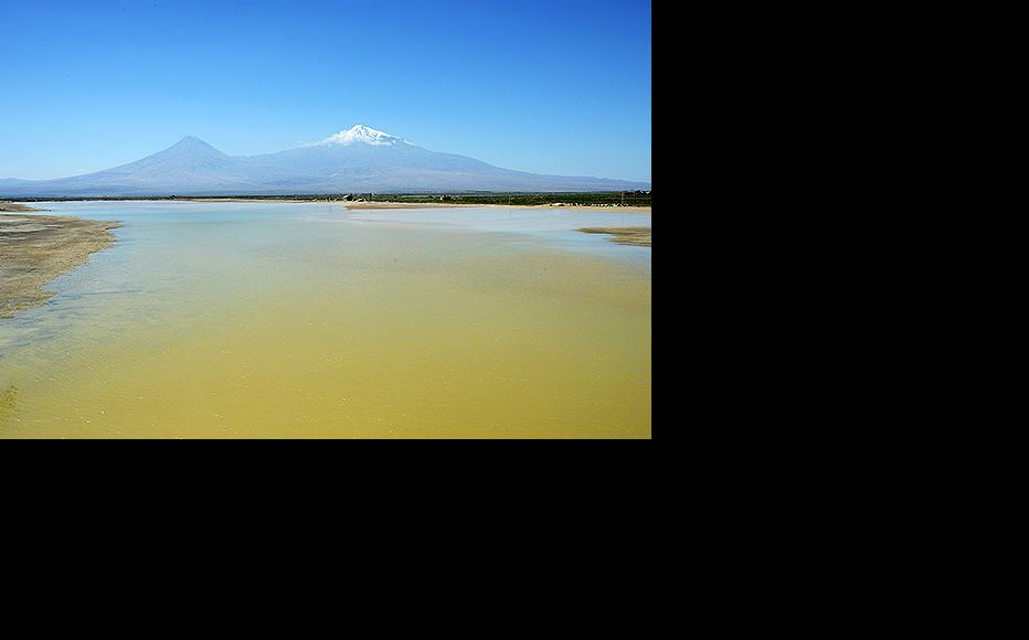 View of Mount Ararat from one of the valley's fish farms. (Photo: Photolure)
