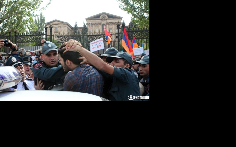 Police made 20 arrests. All those detained were released later the same day. (Photo: Photolure agency)