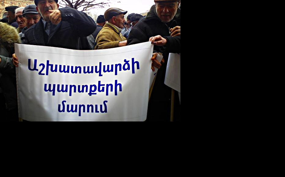 Sacked workers from the Nairit factory protest in Yerevan. (Photo: Ani Petrosyan)