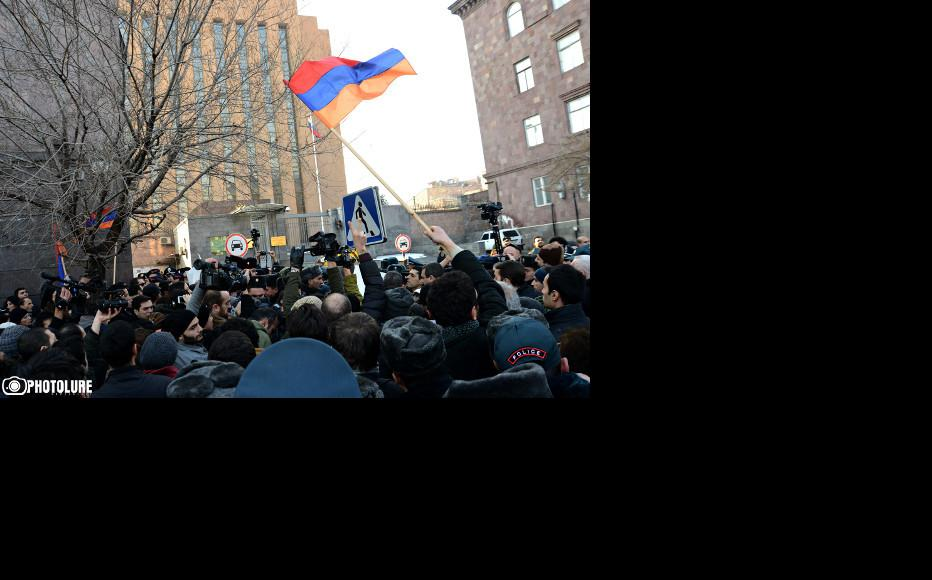 Protest outside the Russian embassy in Yerevan. (Photo: Photolur agency)