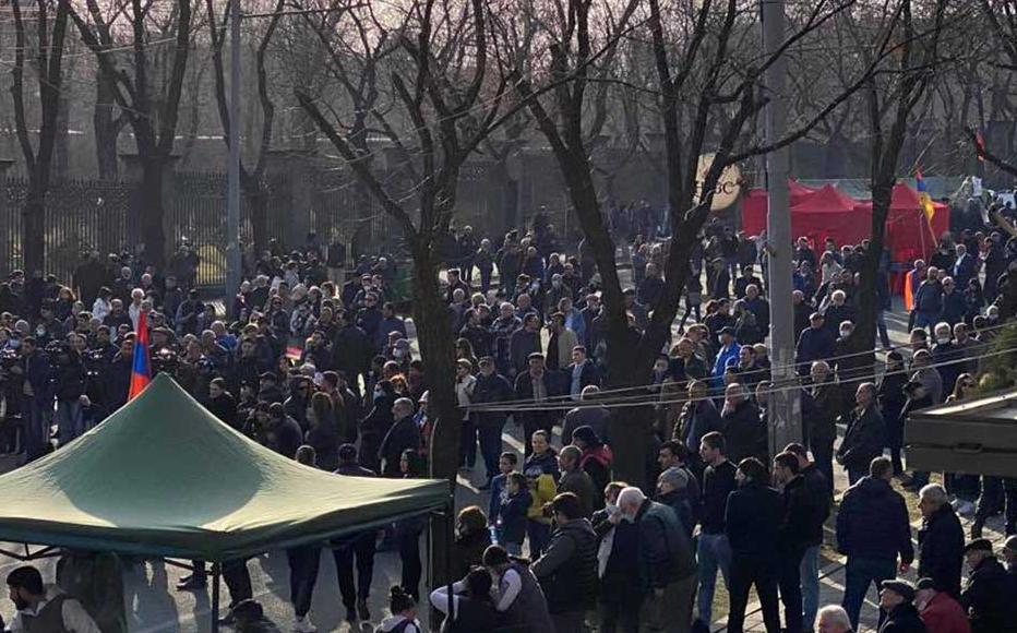Opposition parties gathered in front of the National Assembly in Baghramyan Avenue to protest Pashinyan.