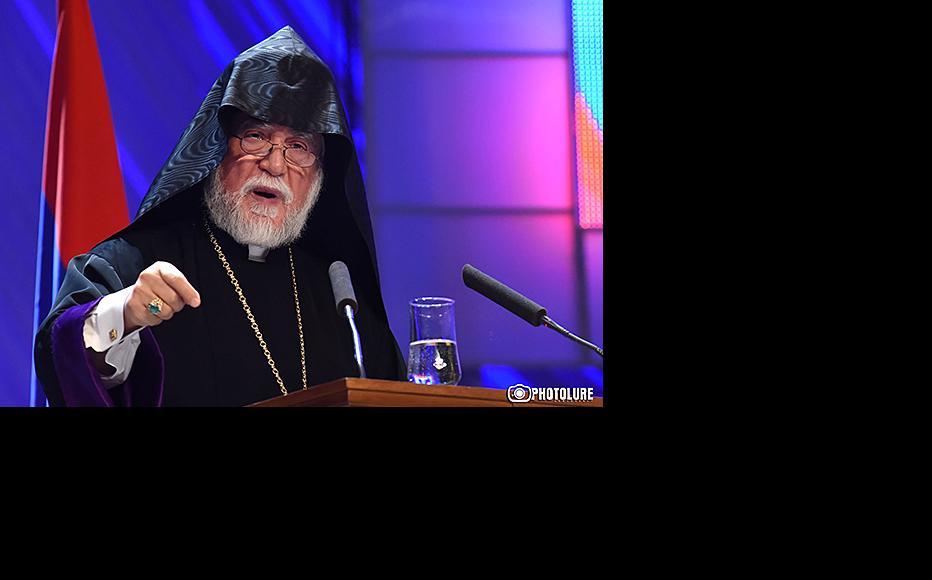 Catholicos Aram I addressing the Armenian diaspora conference in Yerevan, September. (Photo: Photolure agency)