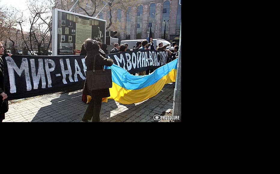 """A banner reads """"Peace to nations – war on the authorities"""" at a protest against the Crimea intervention, held outside the Russian embassy in Yerevan on March 5. (Photo: Photolure agency)"""
