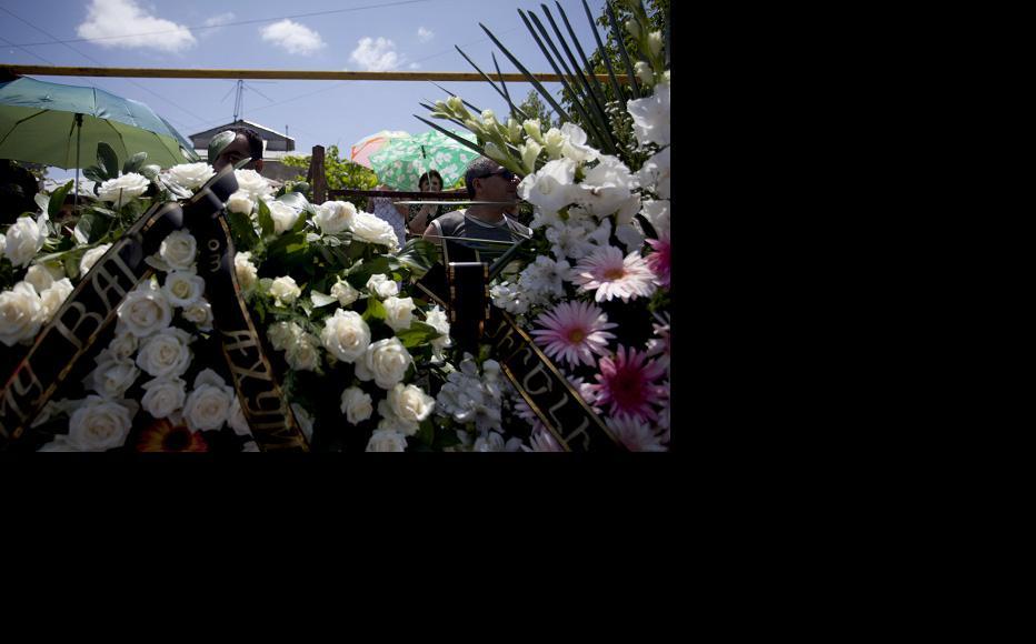 Floral tributes for Avetyan. (Photo: Anahit Hayrapetyan)