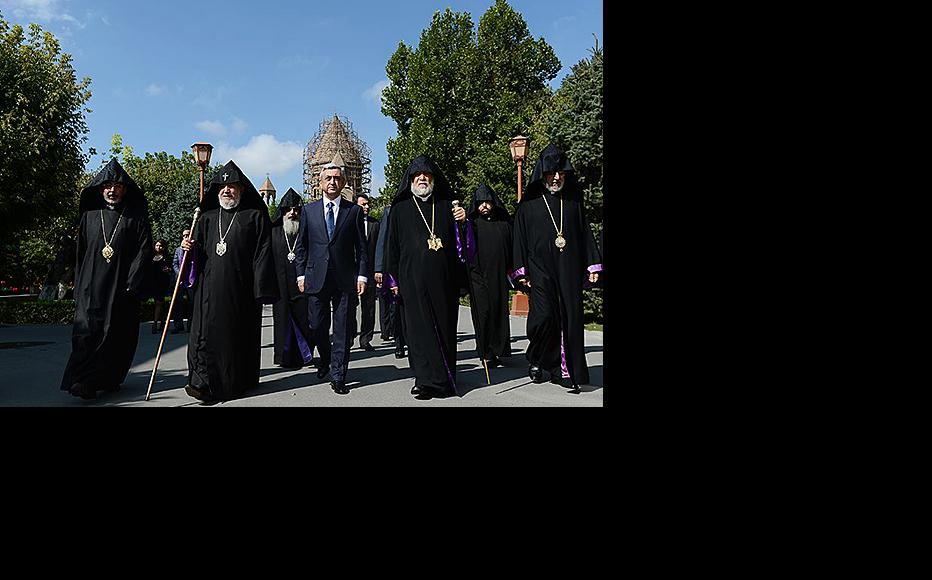 Armenian president Serzh Sargsyan (centre) with Catholicos Garegin II, Catholicos Aram I of Cilicia and other top clerics at Etchmiadzin. (Photo: Etchmiadzin See press service)