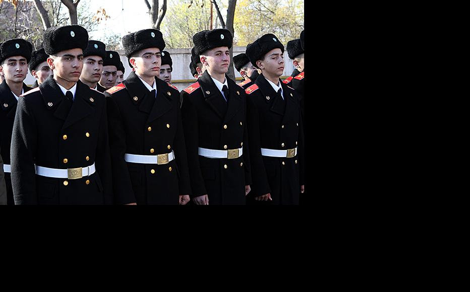 Armenian officer cadets. The government suspects that many less willing recruits go abroad to study instead. (Photo: Photolure agency)