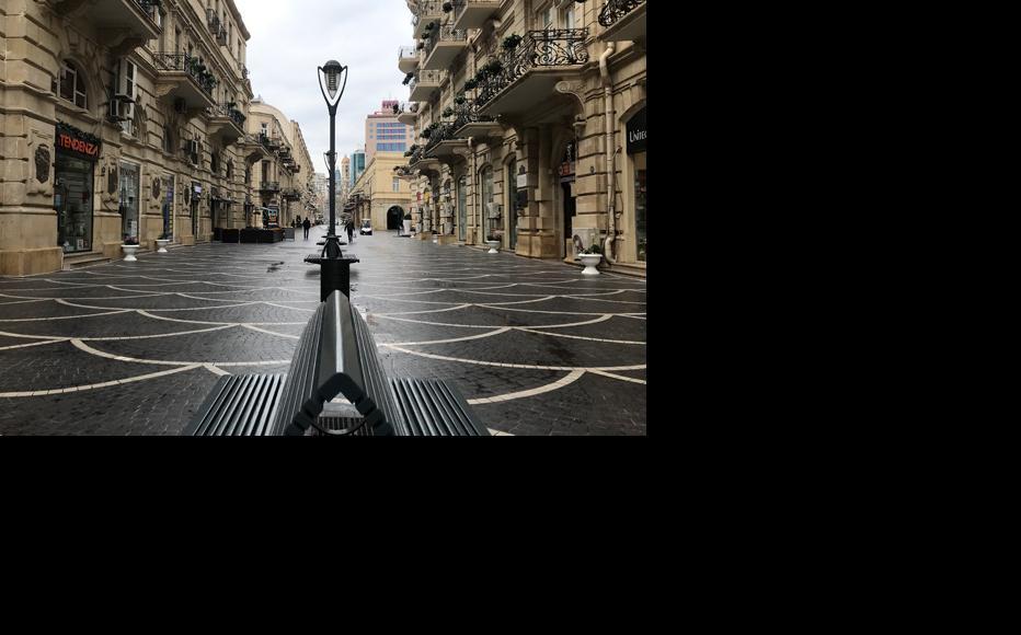An empty street in central Baku. (Photo: Parvana Gurbanli)