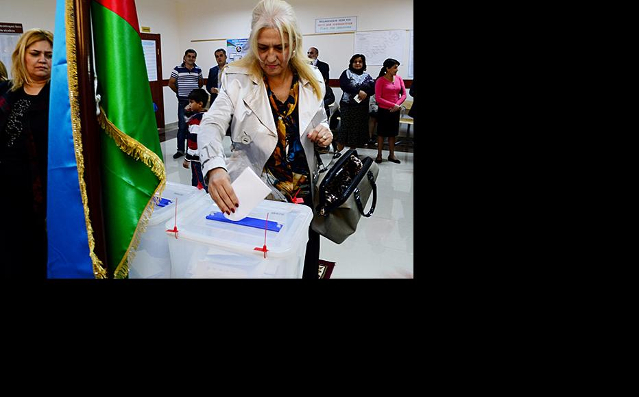 Voting in Azerbaijan's presidential election. October 9, 2013. (Photo: Javid Gurbanov)