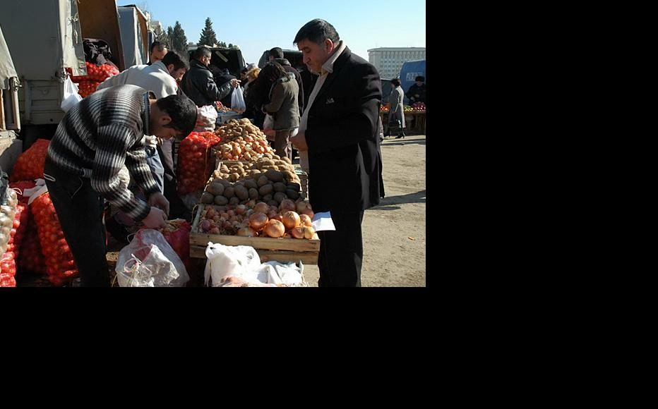 Onions on sale at a local market. (Photo: Leyla Amirova)