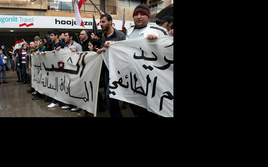 Lebanese protesters in Beirut call for the reform of their political system. (Photo: Mahmoud Ghzayel)