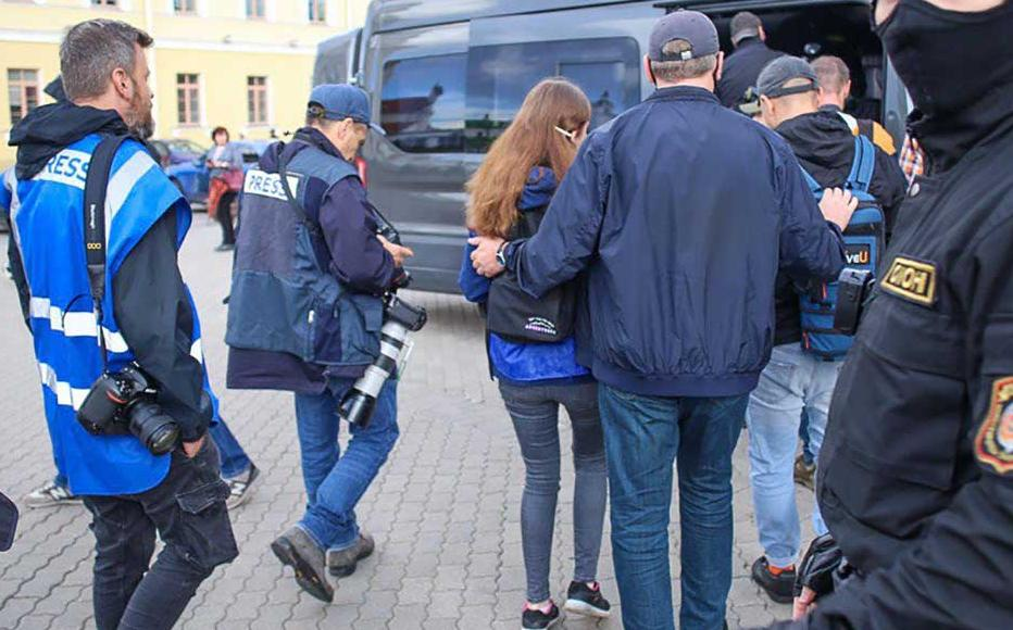 Policemen detain journalists covering the protest in Minsk on 27 August, 2020.