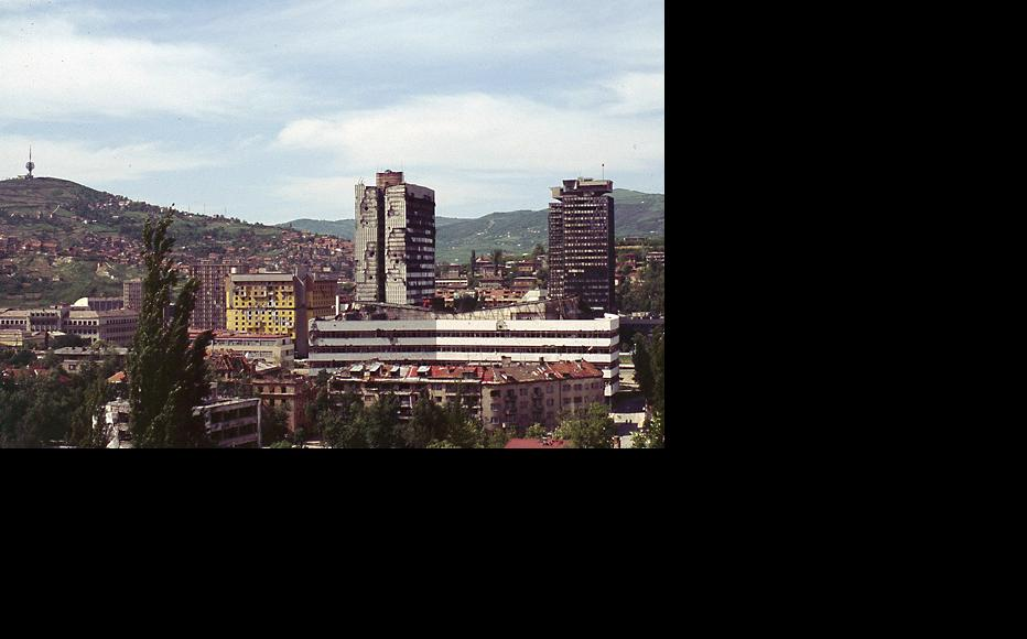 Buildings devastated during the 1992-95 siege of Sarajevo. Photo taken in May 1996. (Photo: Quasimodogeniti/Wikimedia Commons)