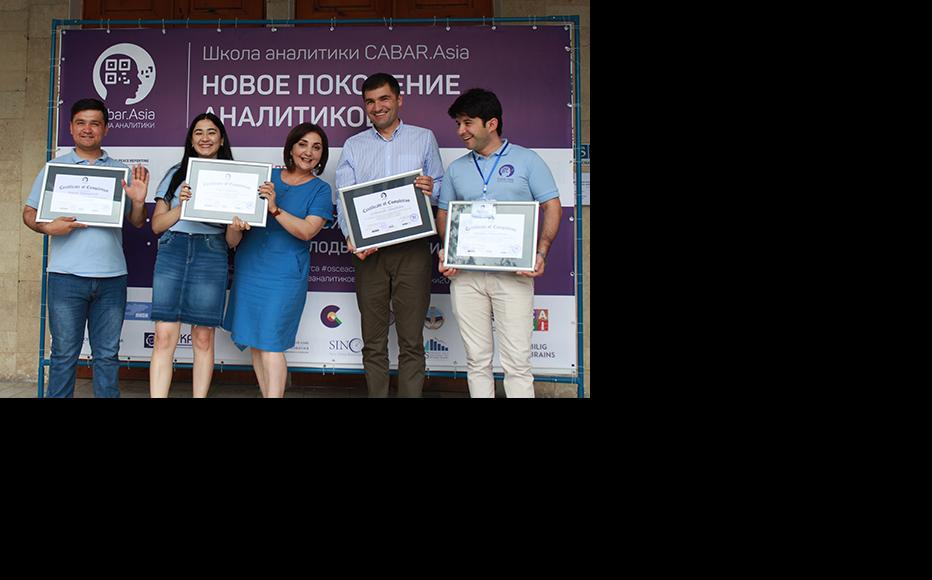 Young analysts from Tajikistan. (Photo: CABAR/IWPR)
