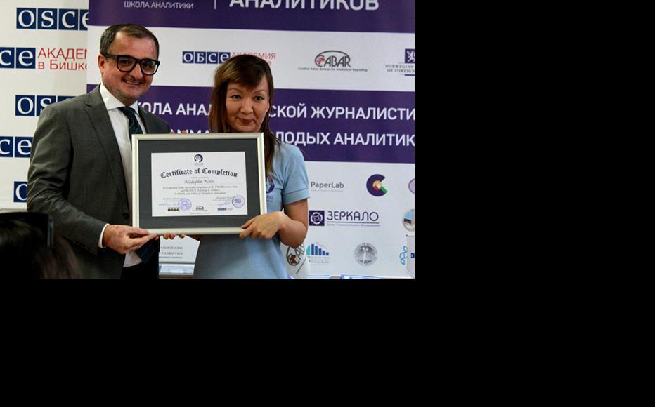 Abakhon Sultonazarov, IWPR Central Asia Programme Director and Nadezhda Nam, a journalist from Tashkent, Uzbekistan, (Photo: CABAR)