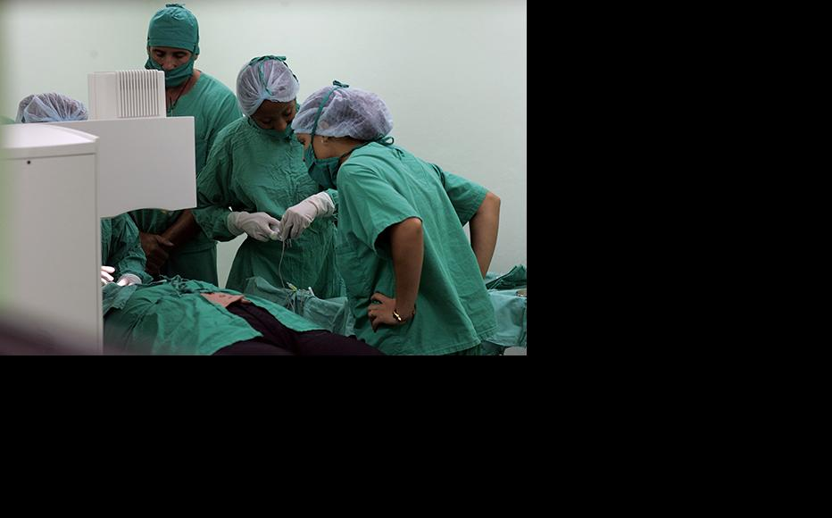 Doctors at work at Pando Ferrer hospital in Havana, Cuba. (Photo: Joe Raedle/Getty Images)