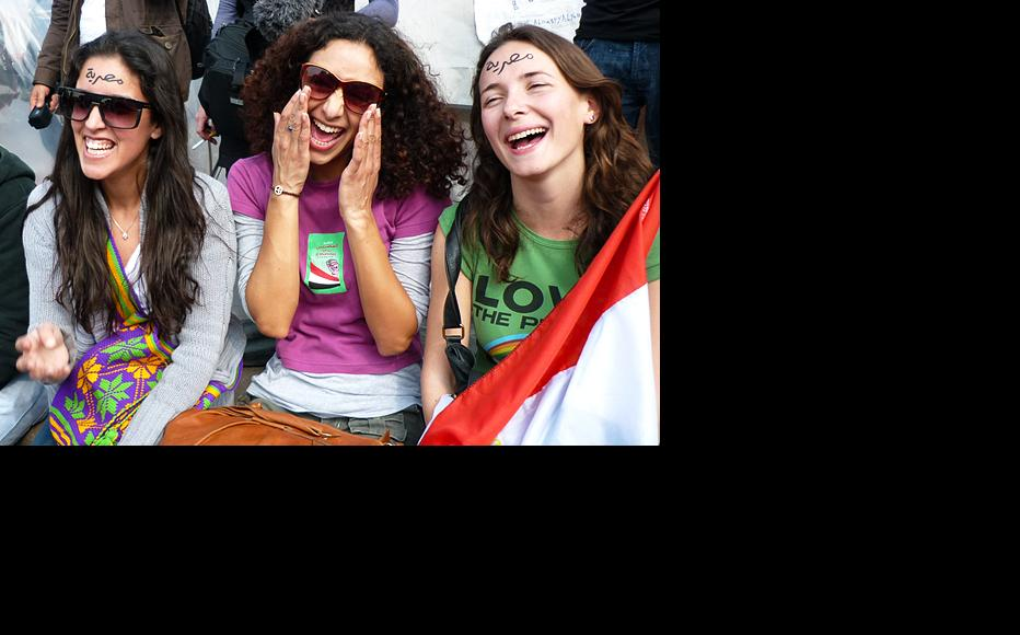 Young women on Tahrir Square. (Photo: Mohamed El Dahshan)