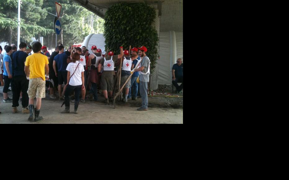 Red cross volunteers receive their instructions. (Photo: IWPR Georgia)
