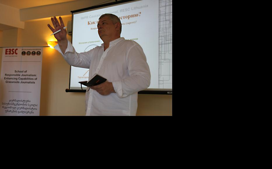 Lithuanian media expert and journalist Rytas Staselis delivering the training. (Photo: IWPR)