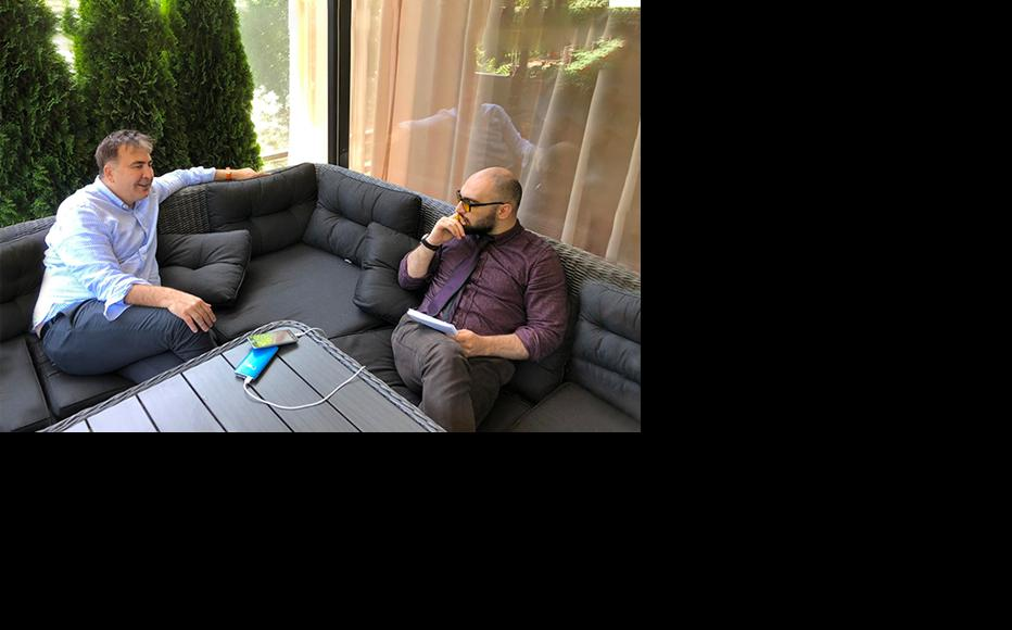 Mikheil Saakashvili in conversation with Vazha Tavberidze, an IWPR contributor in Georgia. (Photo: IWPR)