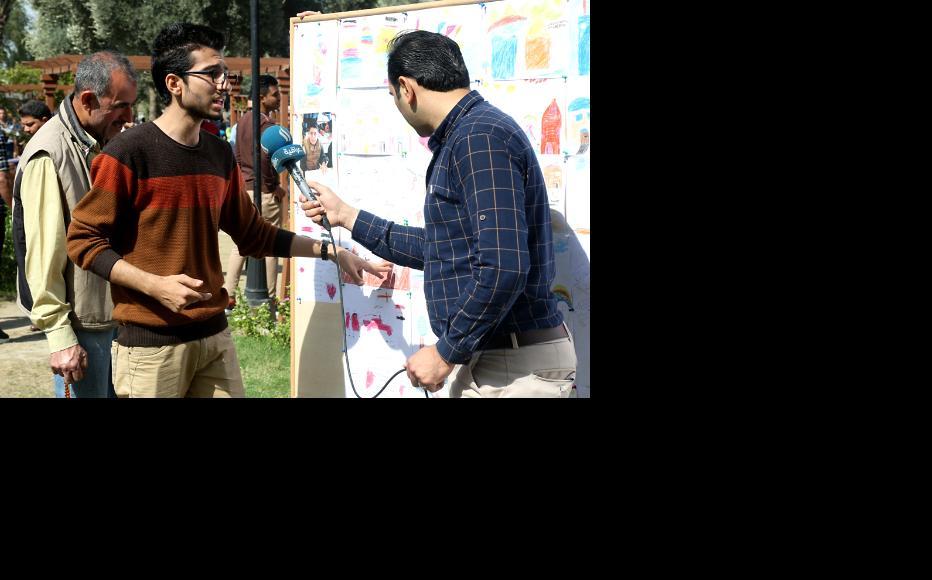Iraqi television interviewing the artist Mustafa Nader. (Photo: IWPR)