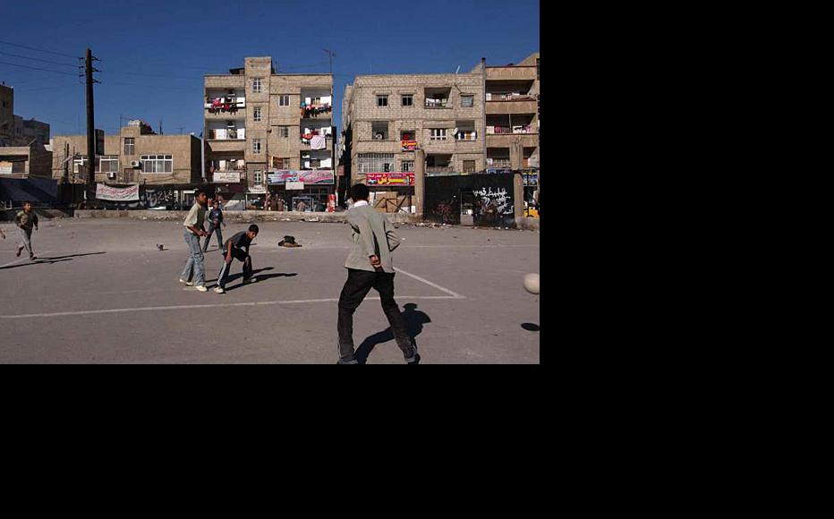 Young Iraqis playing football in a Damascus neighbourhood. Picture from 2007. (Photo: UNHCR)