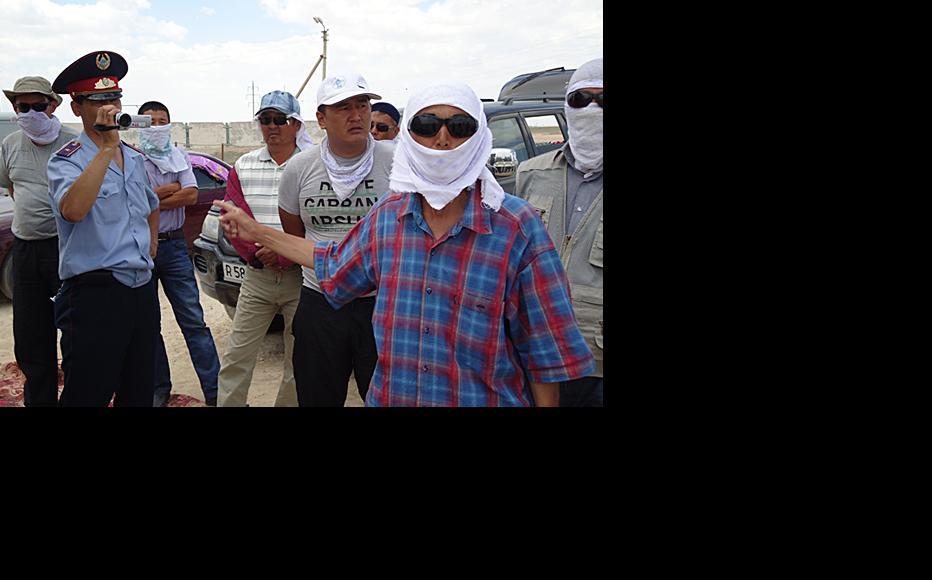 Police filming striking workers at Janaozen. (Photo: Ayman Kurmanov)