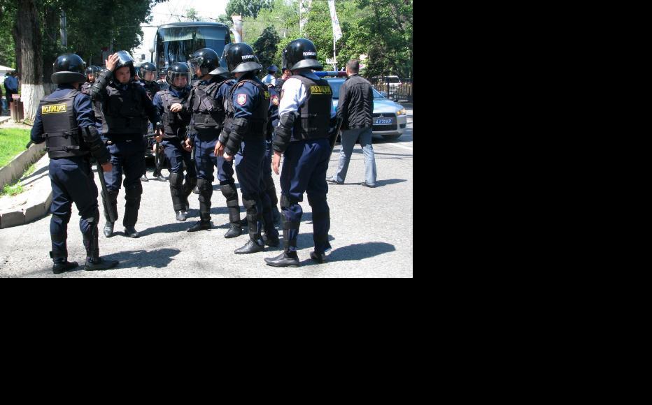 Kazak policemen ready for the demonstration. (Photo: Andrei Grishin)