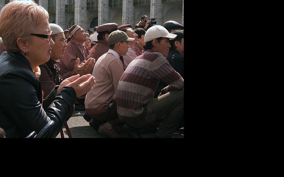 Kyrgyz pray for victims of uprising. Photo by Altynay Myrzabekova.