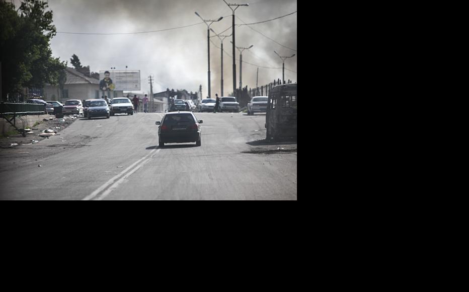 Pall of smoke from torched homes hangs over Osh. June 2010. (Photo: Inga Sikorskaya)