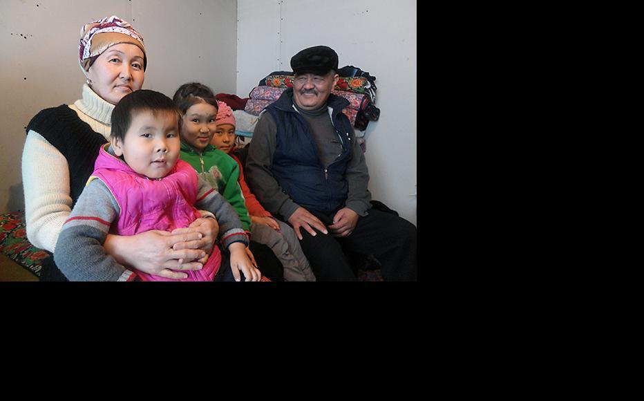 Bubusaira Samatova with her husband Myktybek and their three grandchildren. (Photo: Timur Toktonaliev)