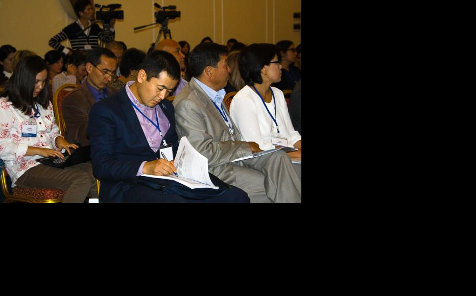 The conference, co-organised by IWPR in late September, provided a platform for the exchange of opinions. (Photo: IWPR)