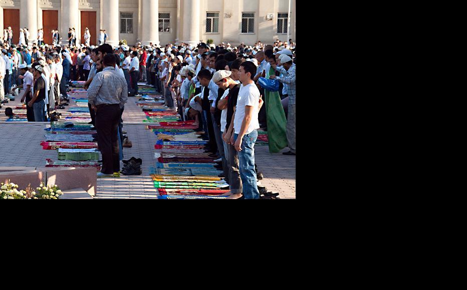 Orozo Ait prayer in Bishkek. (Photo: Evgeni Zotov/Flickr)