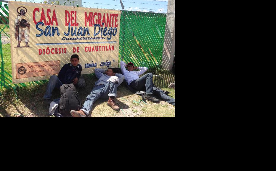 Migrants rest for a short while in the shade at a hostel. (Photo: IWPR)