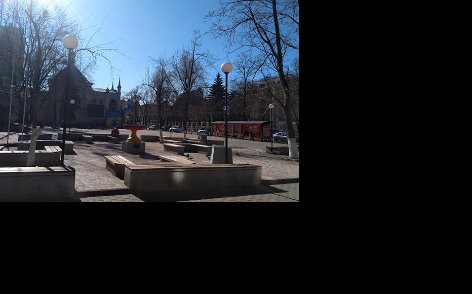 Empty small park in the centre of Chisinau. (Photo: Madalin Necsutu)