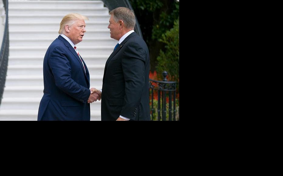 The US president Donald Trump (L) welcomes his Romanian counterpart, Klaus Iohannis (R), to the White House on August 20, 2019. (Photo: Romanian Presidency)