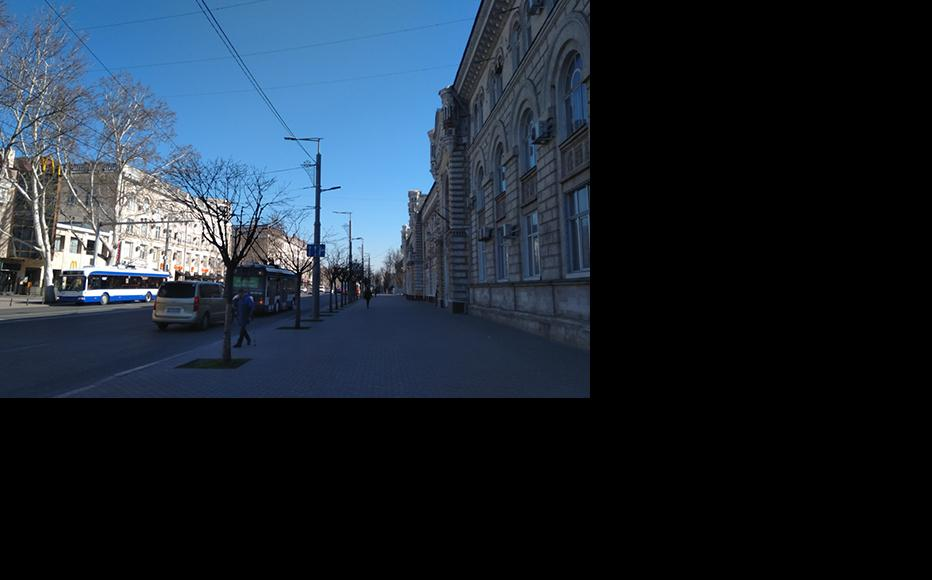 The main boulevard in Chisinau, Stefan cel Mare, almost empty of pedestrians. (Photo: Madalin Necsutu)