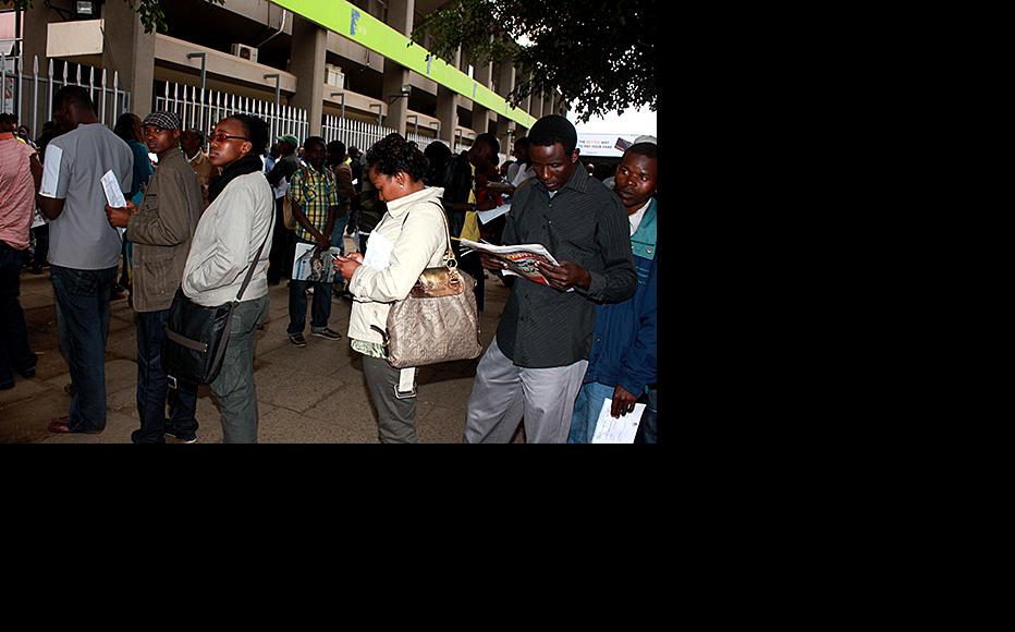 Kenyans queue up to donate blood in response to an appeal. (Photo courtesy of Capital FM)