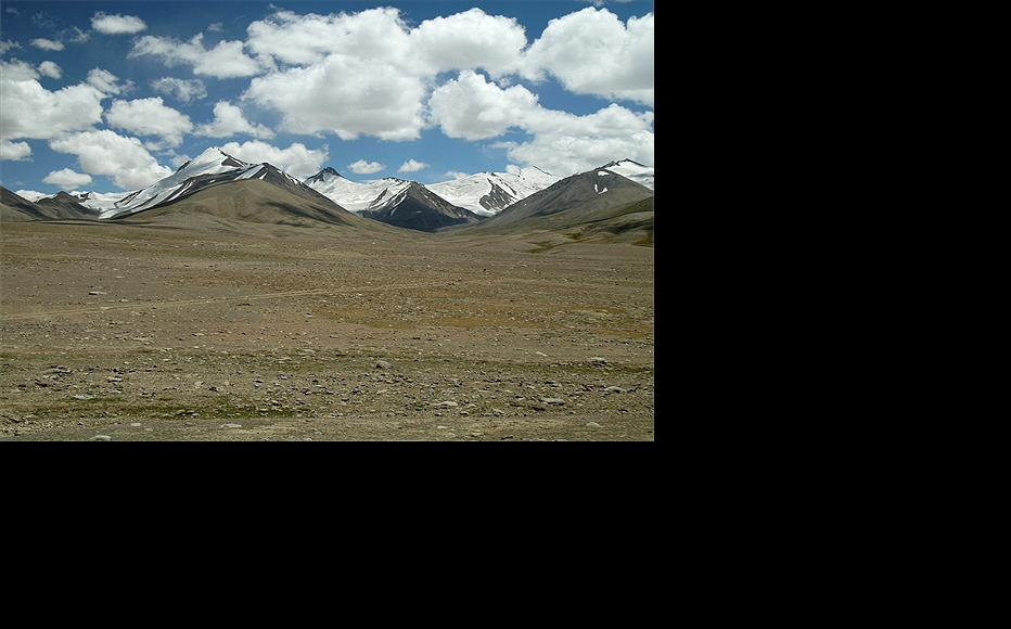 The land Tajikistan is handing over to China lies along the border in the remote Pamir plateau. (Photo: Dylan Winder/DFID)