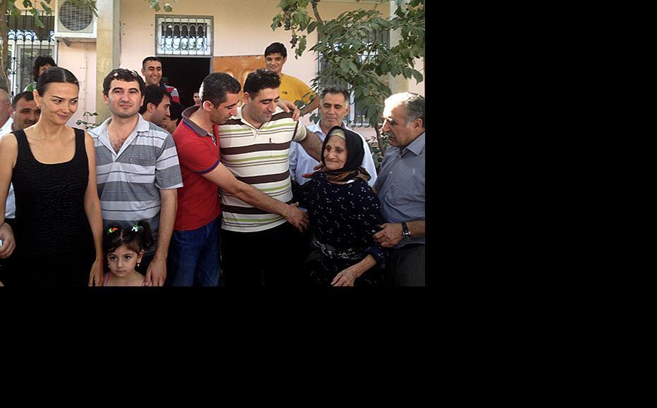 Safarov (right, in striped t-shirt) with his relatives and a member of parliament Ganira Pashayeva (left). (Photo: Vdadi Mammadov)