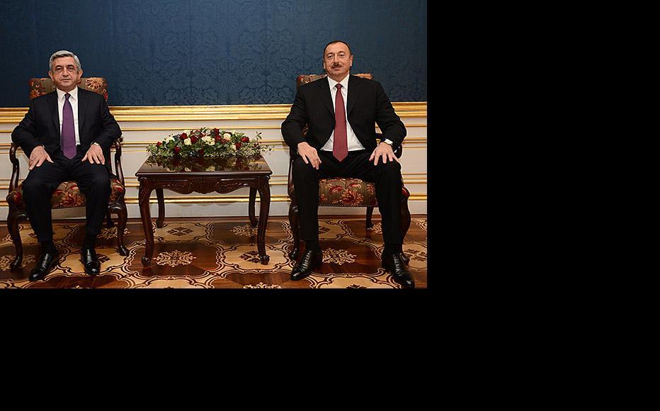 Armenian president Serzh Sargsyan (left) meeting his Azerbaijani counterpart Ilham Aliyev in Vienna on November 19. (Photo: Armenian president's website.)