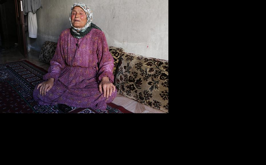 An elderly woman who fled from Kobani to Aleppo. (Photo: Baraa al-Halabi)