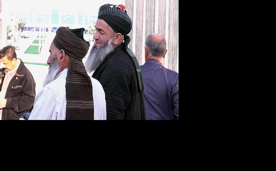 Relatives waiting for returning Islamic students at Dushanbe airport. (Photo courtesy of Stan TV)
